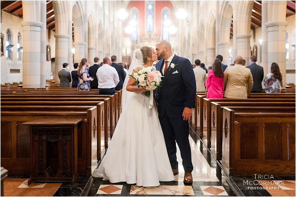 MEGAN AND BRANDON'S COUNTRY CLUB OF PITTSFIELD WEDDING